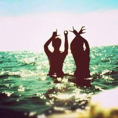 Fun Picture Ideas~Beach~Vacation~Love~Couples~Friends~Family