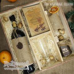 """Подарочный набор """"Глинтвейн VIP"""" Состав подарка: вино красное 0,75л, 2 бокала Irish, смесь специй в мешочке, цветочный мёд 300г, медовая палочка, грецкие орехи, рецепт приготовления напитка"""
