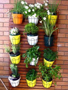 faire un petit jardin vertical sur le balcon