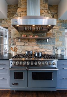 Oh my oh my the things I could do with this beauty the whole ensemble is amazing #kitchens
