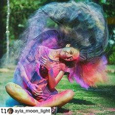 Image could contain: one or more people and outdoors - insta pic bucket list - Photographie Smoke Bomb Photography, Portrait Photography Poses, Tumblr Photography, Creative Photography, Amazing Photography, Photography Camera, Wedding Photography, Rauch Fotografie, Holi Photo