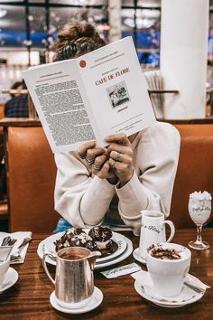 Everyday Photo Ideas Ana Rosa, Reading, Tableware, Smart People, Dreams, Roses, Dinnerware, Tablewares, Porcelain Ceramics
