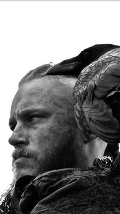 Travis Fimmel from Vikings original crow head tattoo Tattoos in Ragnar Lothbrook, Ragnar Lothbrok Vikings, King Ragnar, Vikings Show, Vikings Game, Vikings Tv Series, Viking Wallpaper, Lagertha, Vikings Travis Fimmel