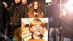 (Jürgen Fritz) Ich war gestern Abend auf der vierten Merkel-muss-weg!-Demo in Hamburg und es gibt einige Neuigkeiten zu berichten.Laut einer Pressemitteilung zieht sich nun auch Jennifer Gehse, di…
