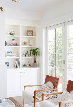 What happens when you can't find a home to buy? You build one yourself—at least that's what designer Caroline Kilmartin did. Take a look inside her charming, light-filled California home. Luxury Homes Interior, Home Interior Design, Manhattan Beach, Finding A House, Living Room Inspiration, Home Buying, Great Rooms, Living Room Decor, Living Rooms