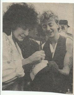 ♫'''Loretta Lynn (left) signs autograph for admirer Brian Setzer , ex-frontman for The Stray Cats now going solo ; a full house (top) at the University of Illinois staduim photograph by Jim Hagans...☺.'''♫ http://www.cafr.ebay.ca/itm/LOT-16-VTG-LORETTA-LYNN-COUNTRY-MUSIC-MAGAZINE-CLIPPINGS-ARTICLES-ADS-STRAY-CATS-/201058640081?pt=LH_DefaultDomain_0&hash=item2ed00760d1&_uhb=1