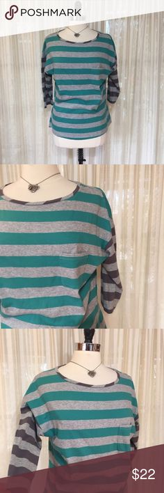 NEW LISTING💜Boden colorblock striped knit top Size US 10. Front pocket. Contrasting stripes on sleeves. 100.% cotton. EUC  💟Fast 1-2 day shipping 💟Reasonable offers accepted 💟Purchase 3 or more items & get a special bundle rate!  💟Smoke-free home Boden Tops