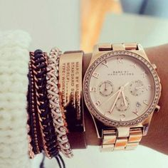 montre marc jacobs porté avec bracelets superbes