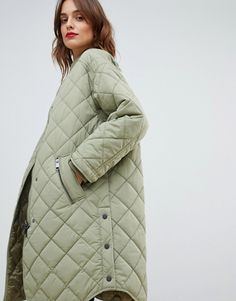Shop the latest Boss Casual quilted coat trends with ASOS! Heavy Jacket, Outfits Damen, Outdoor Fashion, Quilted Jacket, Long Quilted Coat, Apron Dress, Winter Jackets Women, Down Coat, Outerwear Women