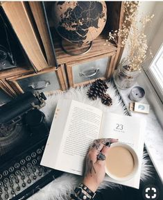 Book and coffee, best top self help books, morning with book and coffee boo Hygge, I Love Books, Good Books, Book And Coffee, Coffee Time, Foto Canon, Book Aesthetic, Travel Aesthetic, Aesthetic Coffee