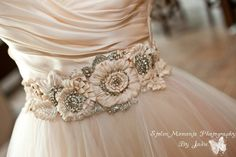 Beautiful details of Courtneys dress Lazaro 3108