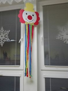 Clown Crafts, Carnival Crafts, Carnival Themes, Circus Theme, Classroom Ceiling Decorations, School Decorations, Classroom Decor, Summer Crafts, Diy And Crafts