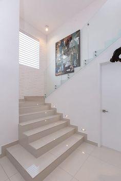 Pasillos, vestíbulos y escaleras de estilo por Grupo Arsciniest