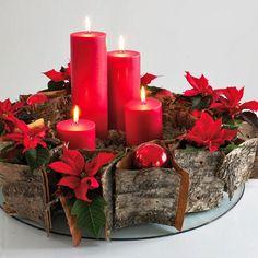 Decoración Navideña: Centros de mesa en color rojo http://icono-interiorismo.blogspot.com.es/2015/12/decoracion-navidena-centros-de-mesa-en.html
