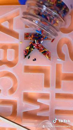 Diy Resin Projects, Diy Resin Art, Diy Resin Crafts, Diy Arts And Crafts, Diy Crafts For Kids, Paper Crafts, Diy Resin Keychain, Resin Tutorial, Resin Jewelry