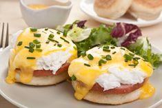 Mit Eier Benedict starten sie perfekt in einen neuen Tag. Hier unser Rezept für den nächsten Sonntags-Brunch.