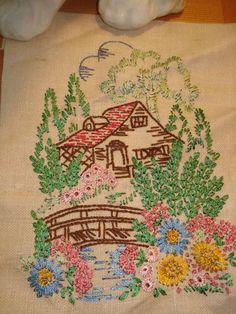 Antigua casa de campo Embrodery Mi madre hizo el bordado como esto cuando era un adolescente ... todavía tenemos varias de las piezas actuales .: