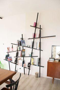 """7 tasseaux de 2,80 mètres, des vis à bois et 6 équerres en forme de """"U"""" = 42 €"""