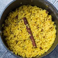 Geelrys - A Classic South African Side Dish That Can Be Served With Anything South African Dishes, South African Recipes, Salted Caramel Fudge, Salted Caramels, Risotto Milanese, Braai Recipes, Healthy Lunches For Work, Yellow Rice, Russian Recipes