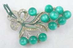 Vintage Green Moonglow Floral Brooch - Garden Party Collection Vintage Jewelry