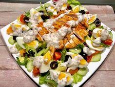 Sałatka nicejska z kurczakiem - Blog z apetytem Tortellini, Tasty Dishes, Cobb Salad, Catering, Food And Drink, Snacks, Dinner, Cooking, Kitchen