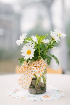 simple daisy and mason jar centerpiece #weddingflorals #daisy #weddingchicks http://www.weddingchicks.com/2014/03/10/unique-and-earthy-wedding/