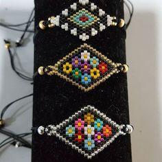 off loom beading techniques Bead Loom Bracelets, Beaded Bracelet Patterns, Beaded Earrings, Peyote Stitch Patterns, Bead Loom Patterns, Beading Patterns, Seed Bead Projects, Beading Techniques, Seed Bead Jewelry