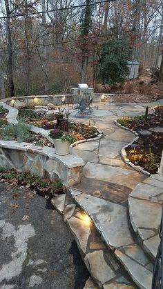 Flagstone patio steps outdoor living ideas for 2019 Slate Patio, Flagstone Patio, Concrete Patio, Patio Ideas With Flagstone, Stone Patio Designs, Backyard Patio Designs, Backyard Landscaping, Patio Decks, Small Backyard Ponds