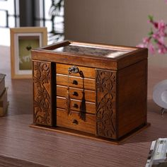 http://es.aliexpress.com/store/product/The-new-wooden-jewelry-box-jewelry-box-retro-wooden-clover-cosmetic-box-with-lock-special-offer/219022_32614611460.html