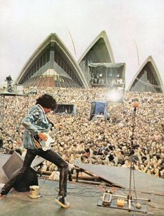 Phil Lynott of Thin Lizzy on stage from the Sydney Opera House, Australia 1978 Classic Rock And Roll, Rock N Roll, Rock Posters, Concert Posters, Thin Lizzy, Heavy Rock, Greatest Rock Bands, Heavy Metal Music, Rock Legends