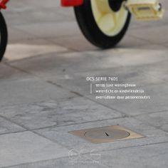 Deze speciale vloerdozen voor buiten zijn toegepast in de tegels van een overdekt buitenterras bij een luxe woning. De vloerdozen in de serie 7601 beschikken over één wcd aansluiting en een goed afgesloten deksel zodat regen- of schoonmaakwater geen kans krijgt in het stopcontact te lopen. De vloerdoos is veilig en kindvriendelijk doordat deze alleen te openen is met de speciale sleutel.