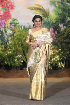 Sonam Kapoor looked quite stunning; so did many other celebrities, even with their glitzy attire. They managed to stand out in the crowd Elegant Designer Saree Click visit link above to find out Pattu Saree Blouse Designs, Blouse Designs Silk, Indian Silk Sarees, Indian Beauty Saree, Kerala Saree, South Indian Wedding Saree, Saree Wedding, Wedding Dresses, Sonam Kapoor Wedding