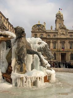 A frozen fountain in Lyon