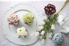 "768 Likes, 2 Comments - 플라워케이크 by 메종올리비아 (@maison_olivia) on Instagram: ""FlowerCupcakes  _ Buttercream flowercake  3rd. Basic class  _ #플라워케이크  #플라워케익 #대구플라워케이크…"""