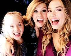 Stella girls and Connie Britton from Nashville TV show Nashville Tv Show, Nashville Wedding, Lennon Stella, Crazy Ex Girlfriends, Tv Show Casting, Star Tours, Youre Cute, Face Treatment, She Girl