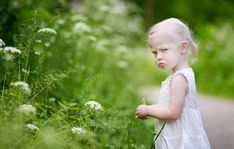 Pszichológia magazin rovat   hvg.hu Parenting Toddlers, Foster Parenting, Gentle Parenting, Parenting Hacks, Practical Parenting, Parenting Articles, Parenting Styles, Angry Little Girls, Attention Seeking Behavior
