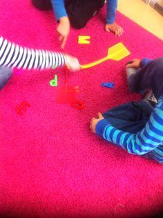 Aakkospeli Yksi oppilas sanoo aakkosia, nopein lätkäisee ja saa kirjaimen