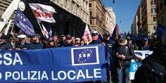 Polizia Locale di tutta Italia presente, la politica sempre sorda. Clemente dietro ai blindati della Polizia. Angelilli, Santori e Ghera con gli Agenti
