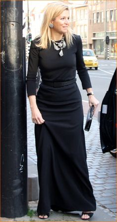 Simple elegance Maxima in black Dress Outfits, Fashion Outfits, Womens Fashion, Dresses, Queen Dress, Queen Maxima, Mode Hijab, Love Her Style, Royal Fashion