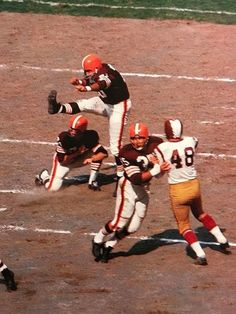 Browns attempt a field goal against the Redskins