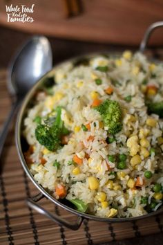 Healthy Vegetable Fried Rice is great as a meal or a side, flexible, delicious… and well, not fried. This healthy rice dish makes some healthy substitutions to keep your favorite Vegetable Fried Rice Recipe on the menu. via /wholefoodrealfa/ healthy food Vegetable Fried Rice, Fried Vegetables, Healthy Vegetables, Healthy Fried Rice, Rice With Vegetables, Vegetable Meals, Veggies, Rice Recipes For Dinner, Whole Food Recipes