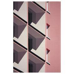 Monday inspiration !#mondaymood #inspiration #lines #colors #pink #lines #stripes #white #building #archi #designlover #RoosVanDijk