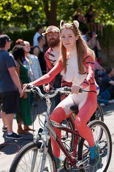 Bikes, boobs, babes, butts...what-u-like...