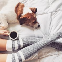 On prend ça relax pendant ce long weekend Coffee Photography, Still Life Photography, Retro Aesthetic, Aesthetic Fashion, Coffee Geek, Coffee Cafe, Maternity Photography Poses, Relax, I Love Coffee