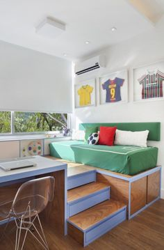 A modern kids room sports themed. Well designed, with colors from outside. Home Design Decor, Modern Bedroom Design, Home Decor, Modern Bedrooms, Farmhouse Master Bedroom, Master Bedroom Makeover, Trendy Bedroom, Kids Bedroom, Soccer Room