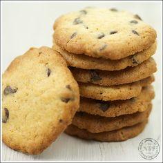 Ricetta cookies, tipico biscotto con burro, zucchero di canna e cioccolato. I cookies sono biscotti di origine americana.
