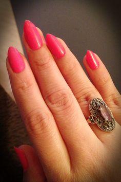 Short pointy nails, claw nails , pink mani, pink nails, nails , nail art, pointy