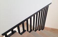 Garde-corps en acier sur mesure. Garde Corps Metal, Bordeaux, Stair Railing Design, Stair Walls, Modern Stairs, Architecture, Wall Design, Foyer, Habitats