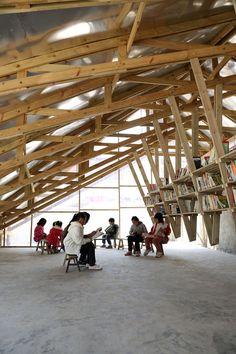 Librería y Centro Comunitario Pinch / Olivier Ottevaere + John Lin  madera