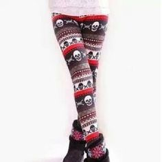 Skull leggings<3 Because I will never grow up clearly.